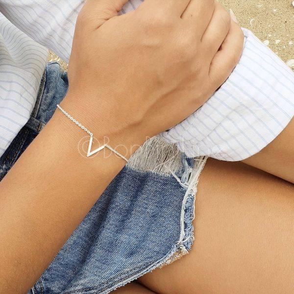 v silver armband